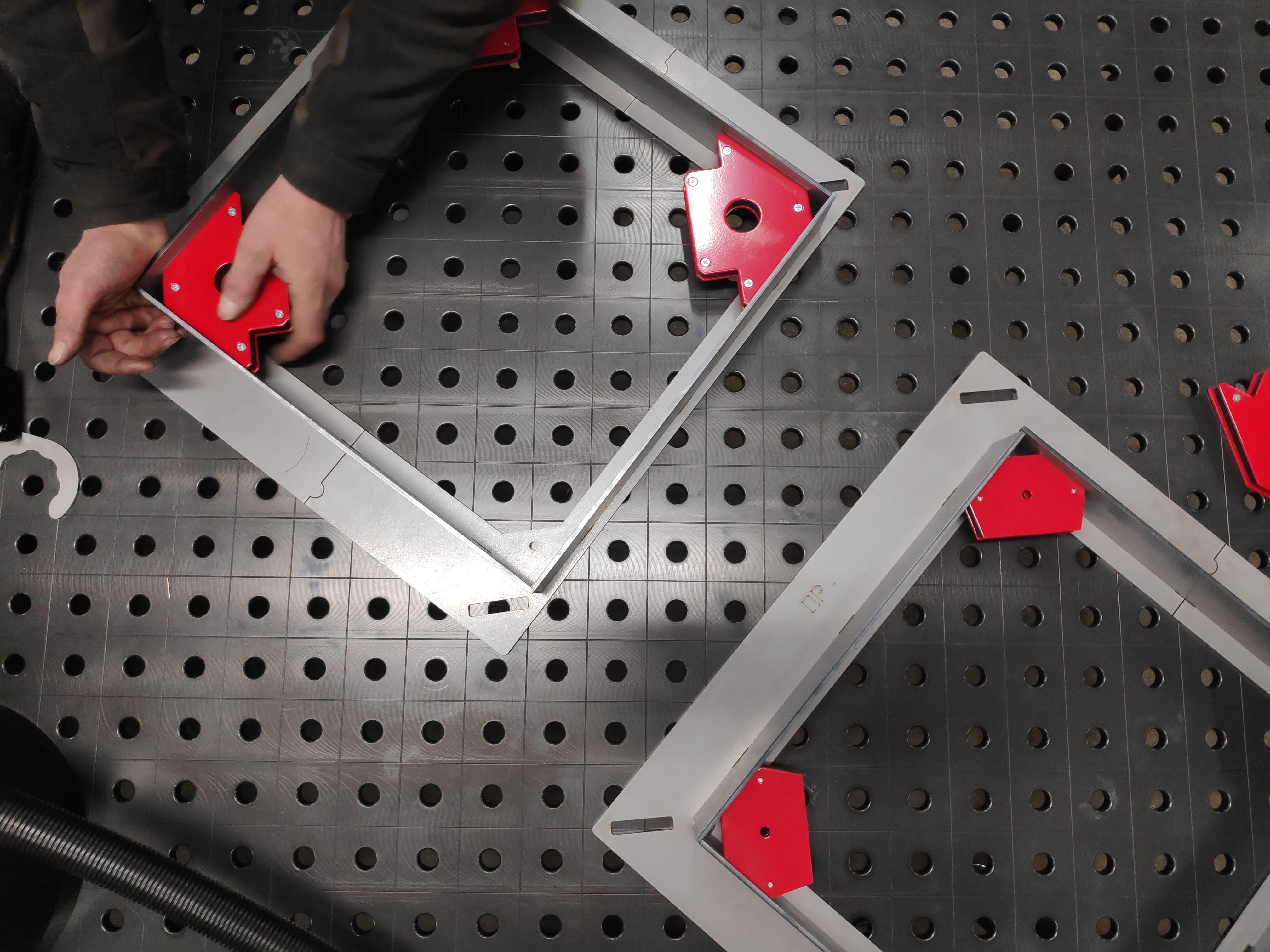 Svejseemner på RBCObot svejsebordet ved Flexi Metal